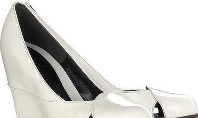 Klínový podpatek Fendi: Elegantní obuv pro celodenní nošení