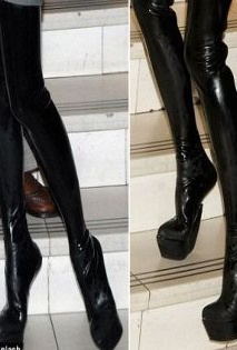 Obujte se do neobvyklých bot Antonia Berardi / Boty bez podpatků (http://www.modablog.cz)